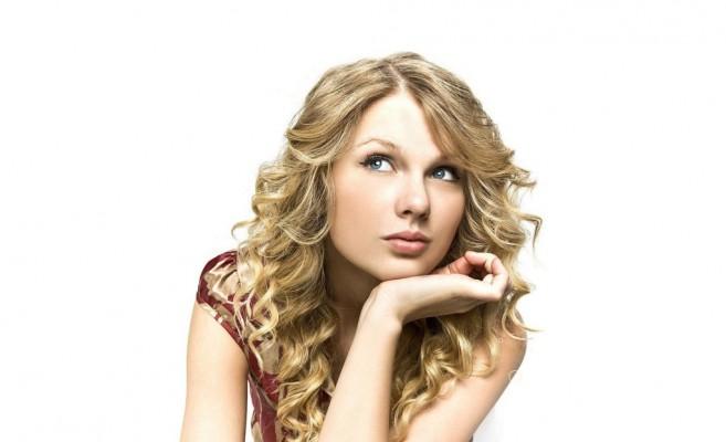 Taylor-Swift-Red-Dress-768x1024