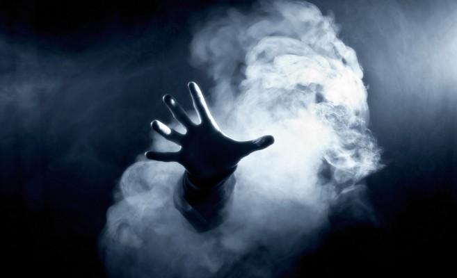 dark_hand_smoke_64536_1400x1050