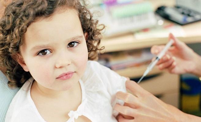 rebenku-delayut-ukol-insulina